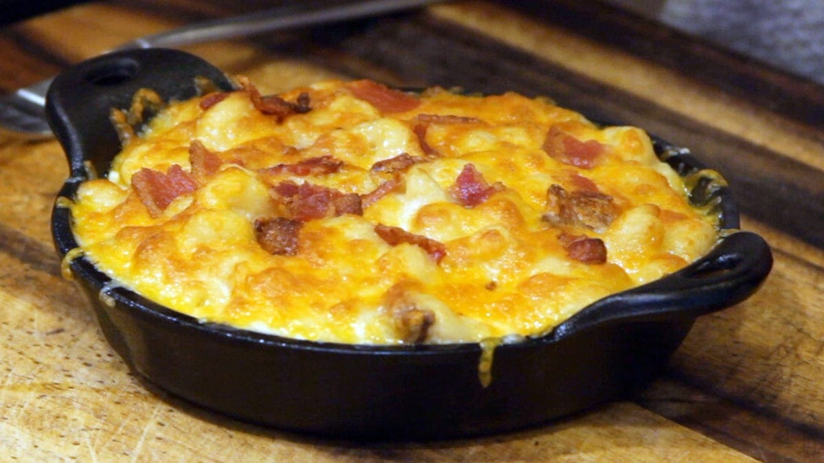 bacon mac and cheese in cast iron