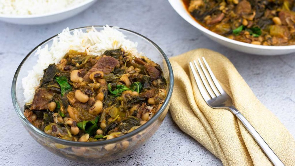 Hoppin John with rice in a glass bowl