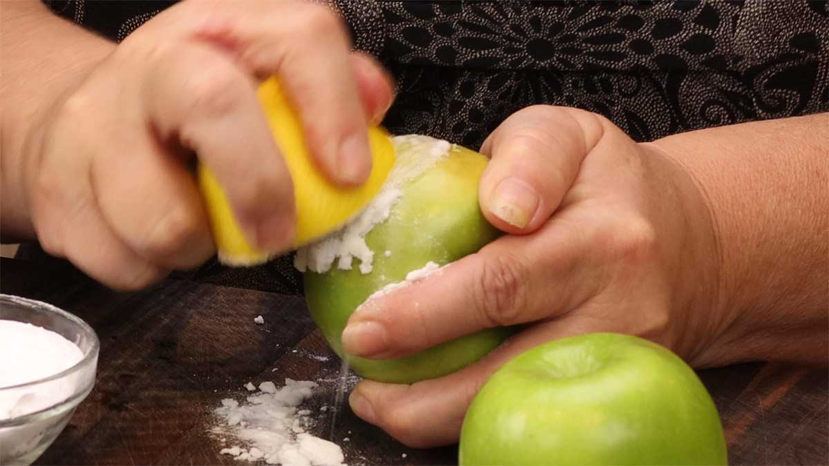 cleaning the apples with lemon and baking soda