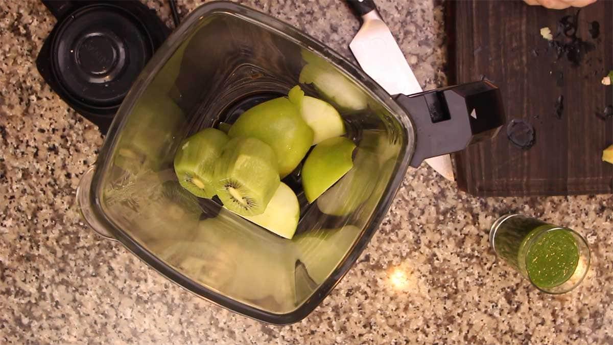 kiwi in blender for green juice