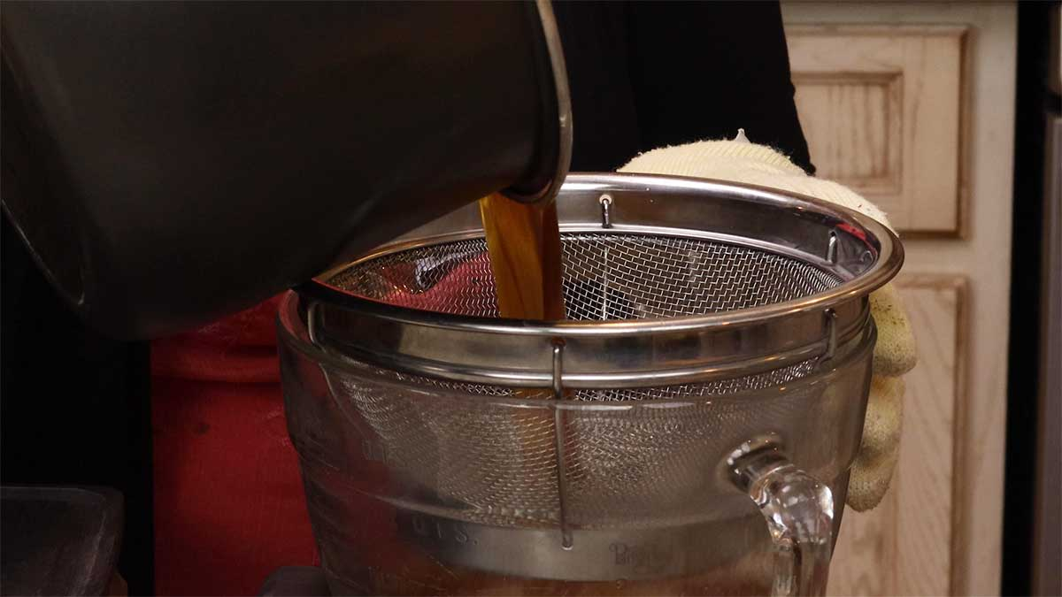 straining juices after cooking