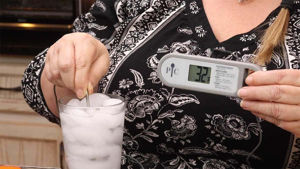 testing the pampered chef probe thermometer for accuracy using the water bath